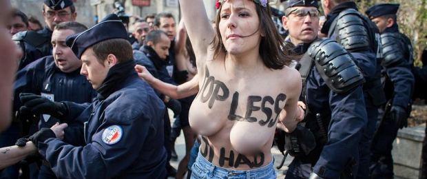 Invasion de femens sur notre page Facebook !